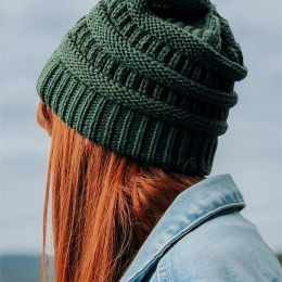 Knitted wool-blend green cap